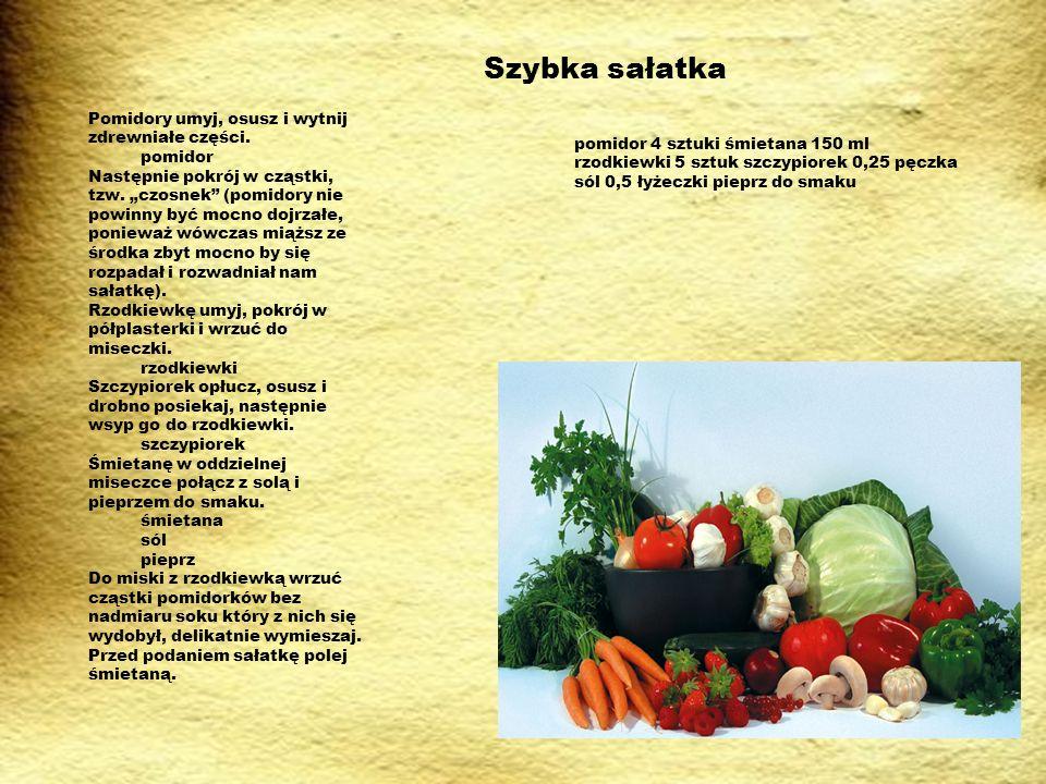 Szybka sałatka pomidor 4 sztuki śmietana 150 ml rzodkiewki 5 sztuk szczypiorek 0,25 pęczka sól 0,5 łyżeczki pieprz do smaku Pomidory umyj, osusz i wytnij zdrewniałe części.