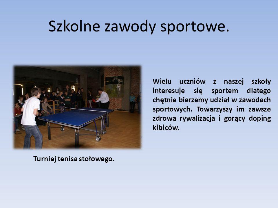 Szkolne zawody sportowe. Turniej tenisa stołowego. Wielu uczniów z naszej szkoły interesuje się sportem dlatego chętnie bierzemy udział w zawodach spo
