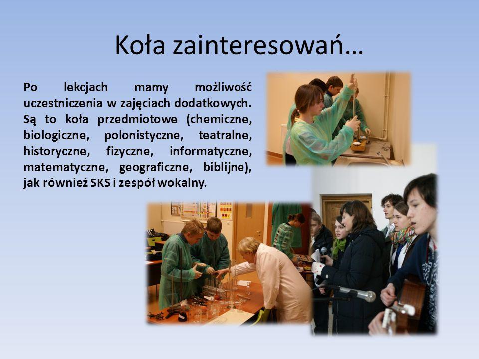 Bankiet Z okazji zakończenia gimnazjum, rodzice i uczniowie zapraszają nauczycieli na pożegnalny bankiet.
