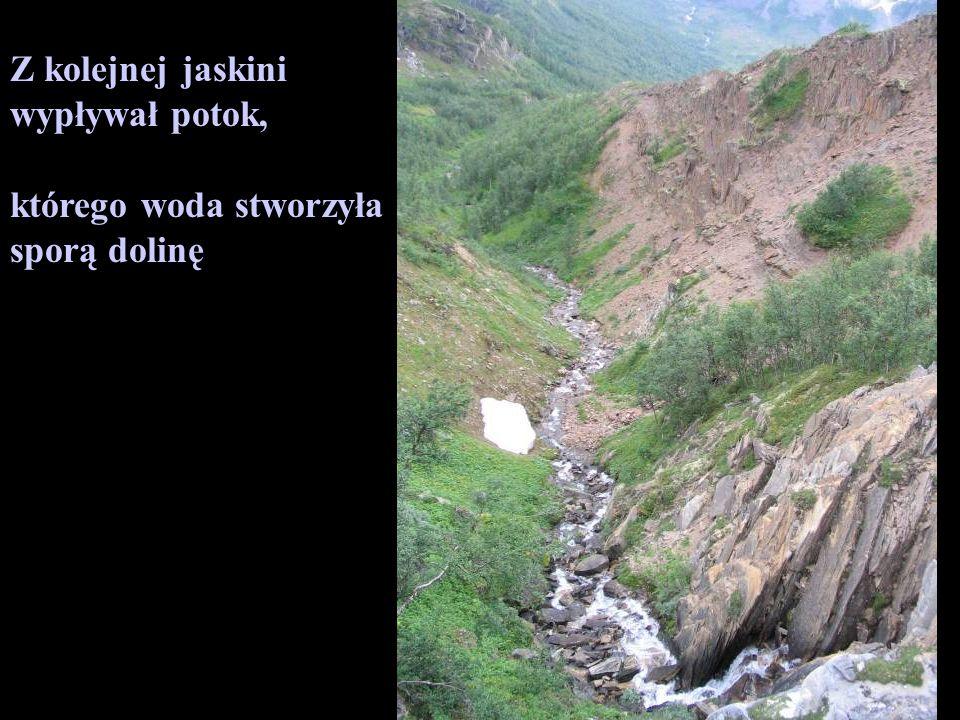 Z kolejnej jaskini wypływał potok, którego woda stworzyła sporą dolinę