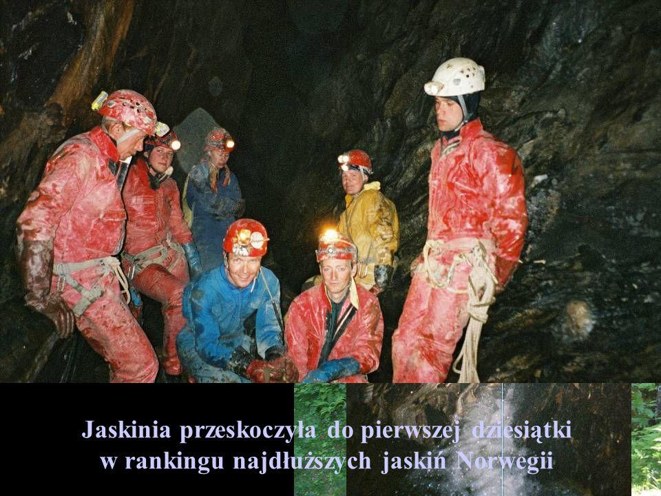 Kolejny cel eksploracyjny Jaskinia Steinaksla Przed naszym przybyciem 1900 m długości Odkryliśmy w niej między innymi ciągi wodne o długości 851 m, or