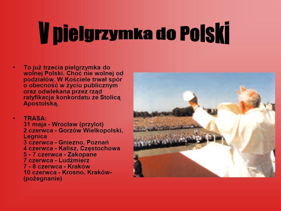 To już trzecia pielgrzymka do wolnej Polski. Choć nie wolnej od podziałów. W Kościele trwał spór o obecność w życiu publicznym oraz odwlekana przez rz