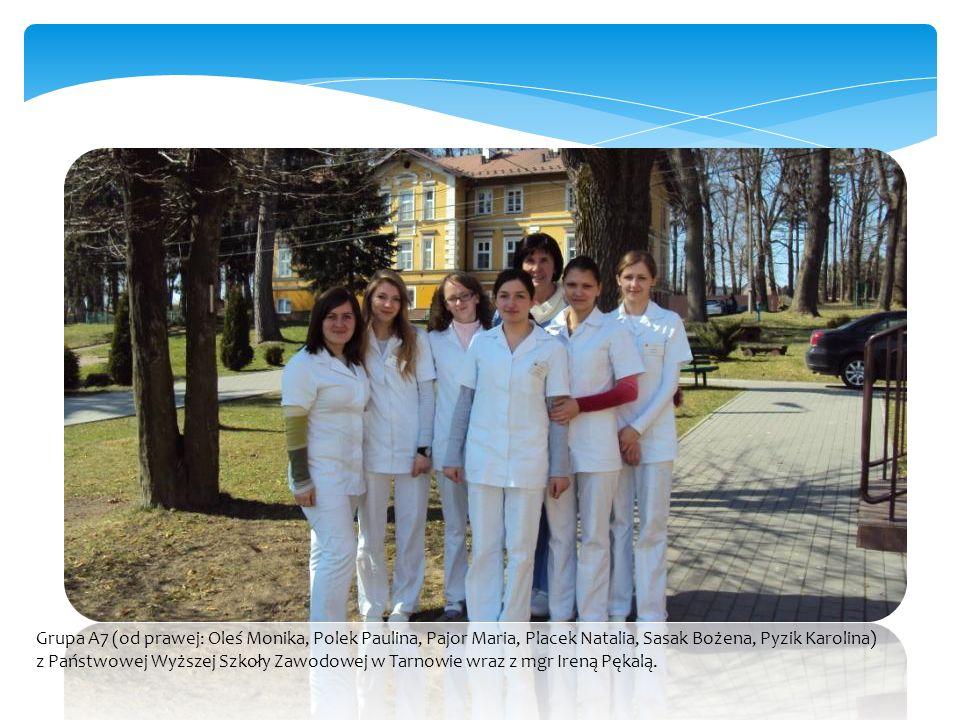 Grupa A7 (od prawej: Oleś Monika, Polek Paulina, Pajor Maria, Placek Natalia, Sasak Bożena, Pyzik Karolina) z Państwowej Wyższej Szkoły Zawodowej w Tarnowie wraz z mgr Ireną Pękalą.