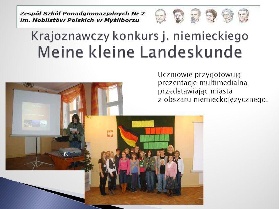 Uczniowie przygotowują prezentację multimedialną przedstawiając miasta z obszaru niemieckojęzycznego.