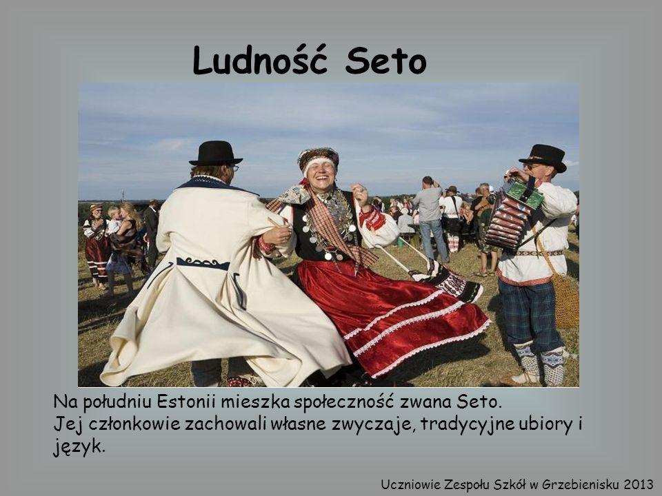 Na południu Estonii mieszka społeczność zwana Seto. Jej członkowie zachowali własne zwyczaje, tradycyjne ubiory i język. Ludność Seto Uczniowie Zespoł