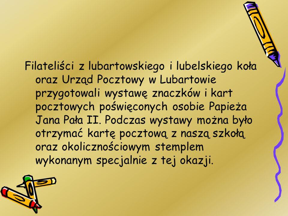 Filateliści z lubartowskiego i lubelskiego koła oraz Urząd Pocztowy w Lubartowie przygotowali wystawę znaczków i kart pocztowych poświęconych osobie P
