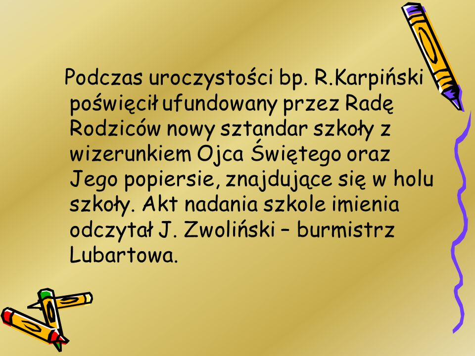 Podczas uroczystości bp. R.Karpiński poświęcił ufundowany przez Radę Rodziców nowy sztandar szkoły z wizerunkiem Ojca Świętego oraz Jego popiersie, zn