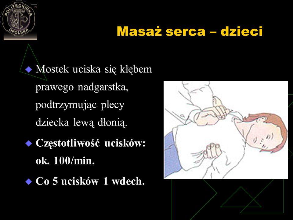 Masaż serca – dzieci Mostek uciska się kłębem prawego nadgarstka, podtrzymując plecy dziecka lewą dłonią. Częstotliwość ucisków: ok. 100/min. Co 5 uci