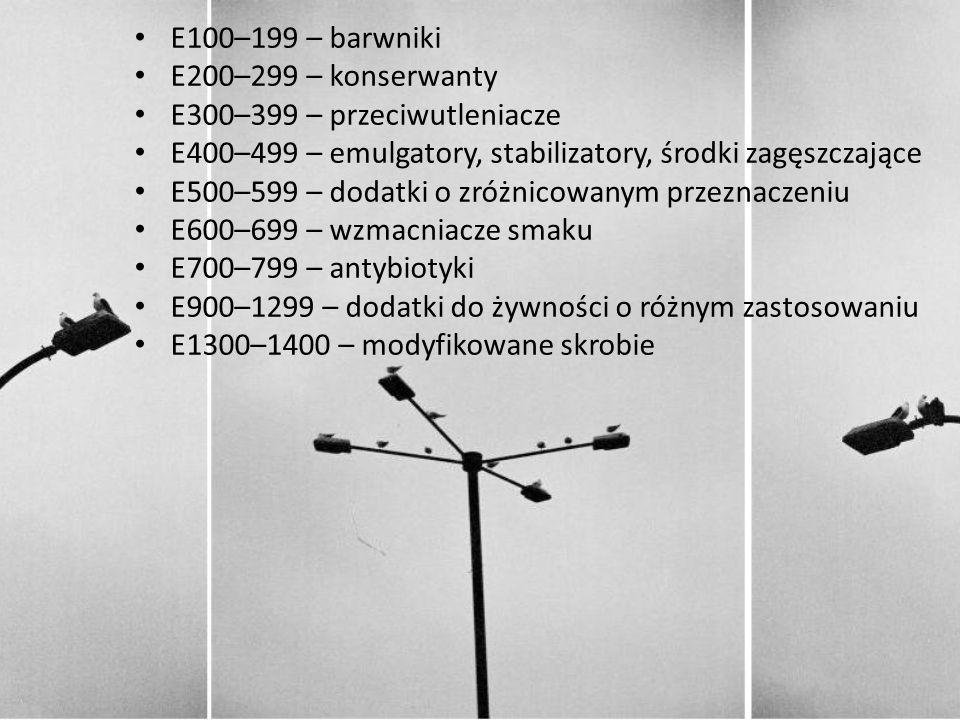 E100–199 – barwniki E200–299 – konserwanty E300–399 – przeciwutleniacze E400–499 – emulgatory, stabilizatory, środki zagęszczające E500–599 – dodatki