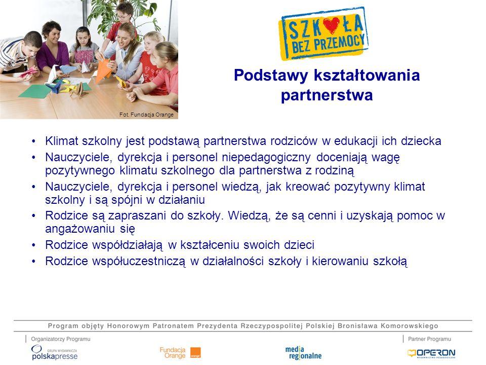 Fot. Fundacja Orange Klimat szkolny jest podstawą partnerstwa rodziców w edukacji ich dziecka Nauczyciele, dyrekcja i personel niepedagogiczny docenia