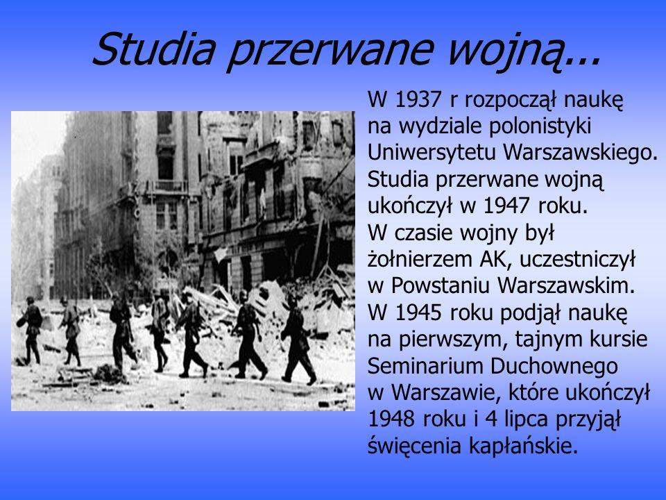 W 1937 r rozpoczął naukę na wydziale polonistyki Uniwersytetu Warszawskiego. Studia przerwane wojną ukończył w 1947 roku. W czasie wojny był żołnierze