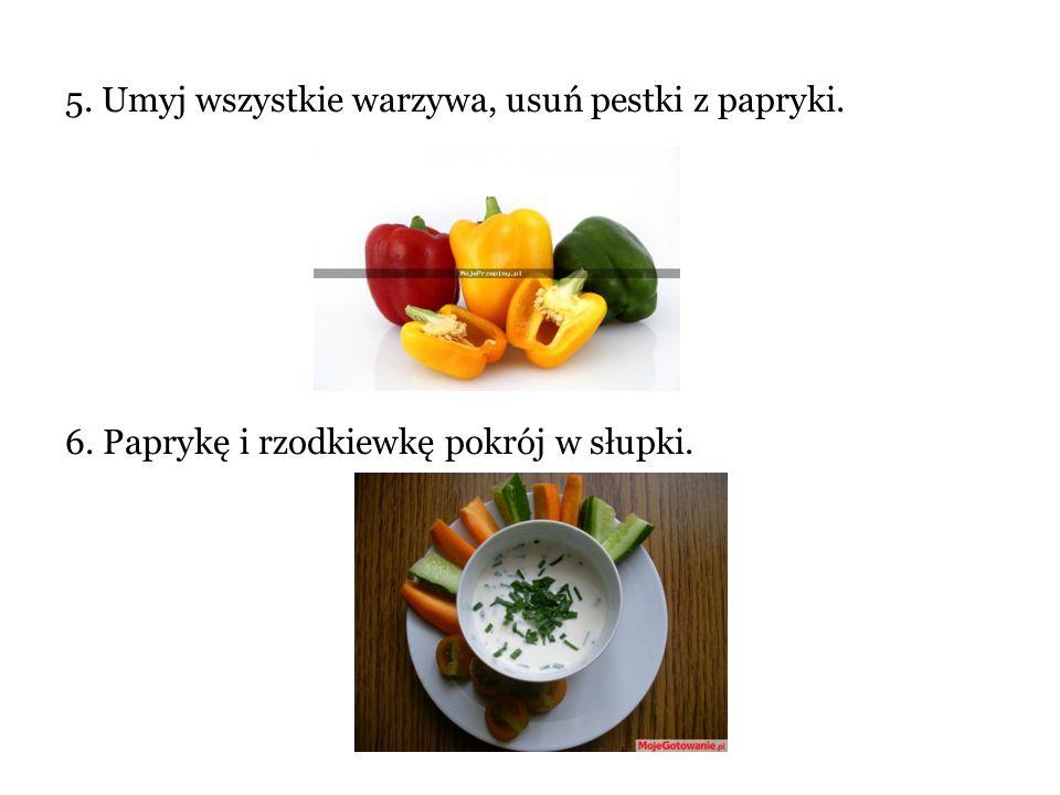 5. Umyj wszystkie warzywa, usuń pestki z papryki. 6. Paprykę i rzodkiewkę pokrój w słupki.