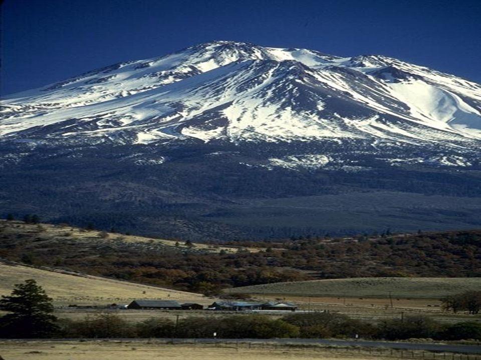 M M ount Shasta Wygasły wulkan w południowej części Gór Kaskadowych, w stanie Kalifornia, zamykający od północy Dolinę Kalifornijską. Tworzy potężny s