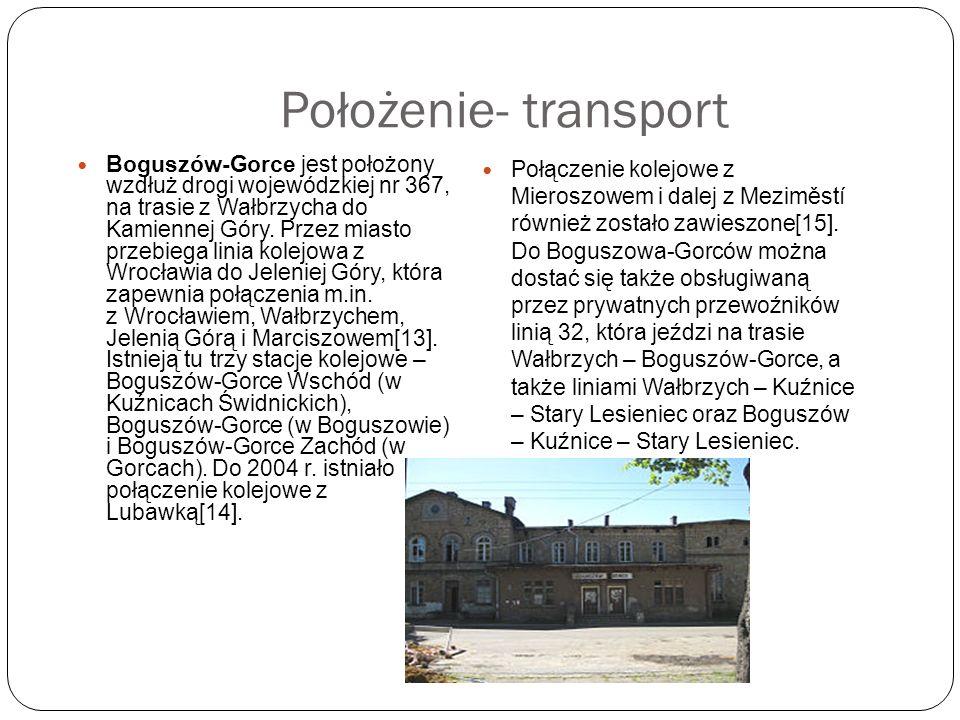 Położenie- transport Boguszów-Gorce jest położony wzdłuż drogi wojewódzkiej nr 367, na trasie z Wałbrzycha do Kamiennej Góry. Przez miasto przebiega l
