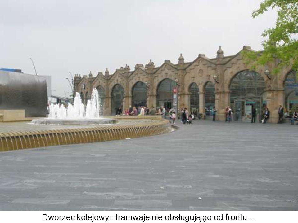 Dworzec kolejowy - tramwaje nie obsługują go od frontu...