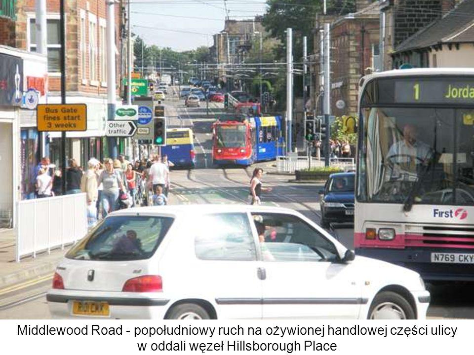 Middlewood Road - popołudniowy ruch na ożywionej handlowej części ulicy w oddali węzeł Hillsborough Place