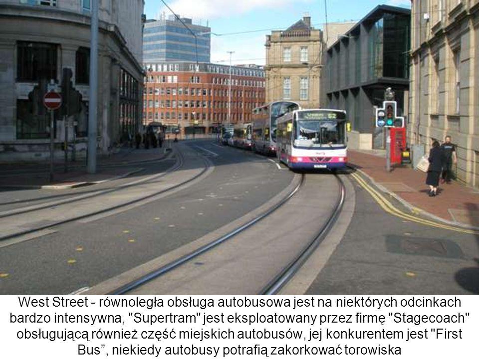West Street - równoległa obsługa autobusowa jest na niektórych odcinkach bardzo intensywna,