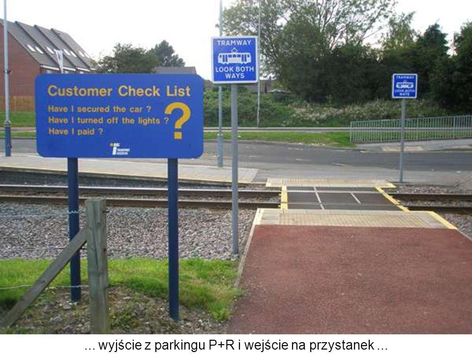 ... wyjście z parkingu P+R i wejście na przystanek...