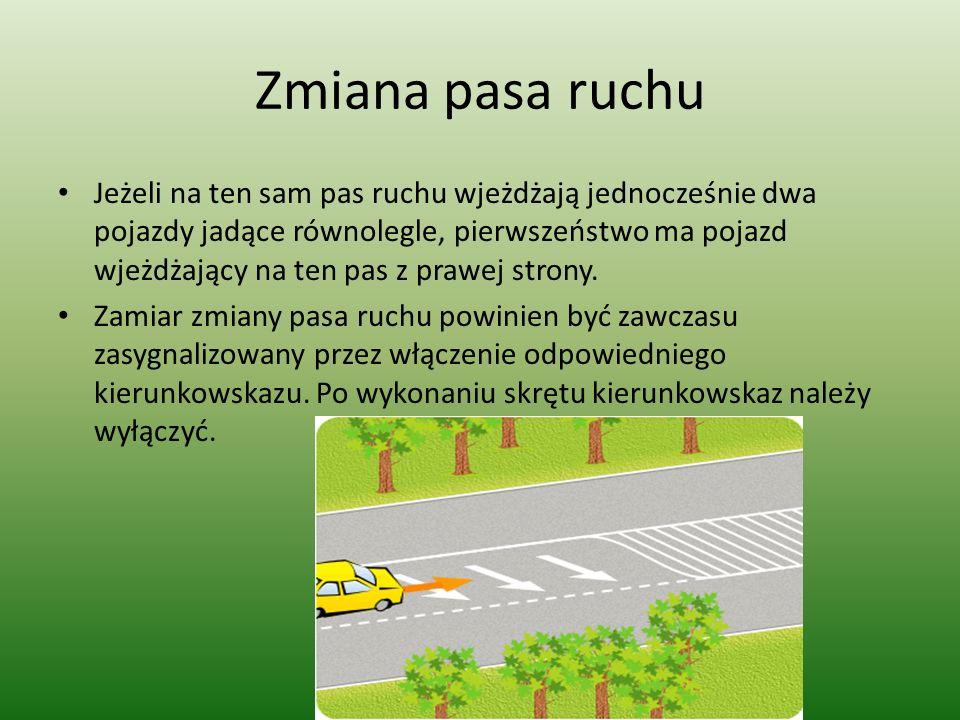 Zmiana pasa ruchu Jeżeli na ten sam pas ruchu wjeżdżają jednocześnie dwa pojazdy jadące równolegle, pierwszeństwo ma pojazd wjeżdżający na ten pas z prawej strony.