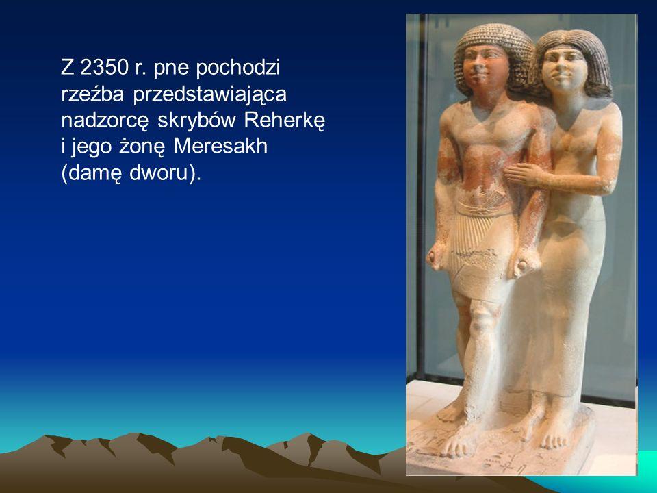 Z 2350 r. pne pochodzi rzeźba przedstawiająca nadzorcę skrybów Reherkę i jego żonę Meresakh (damę dworu).