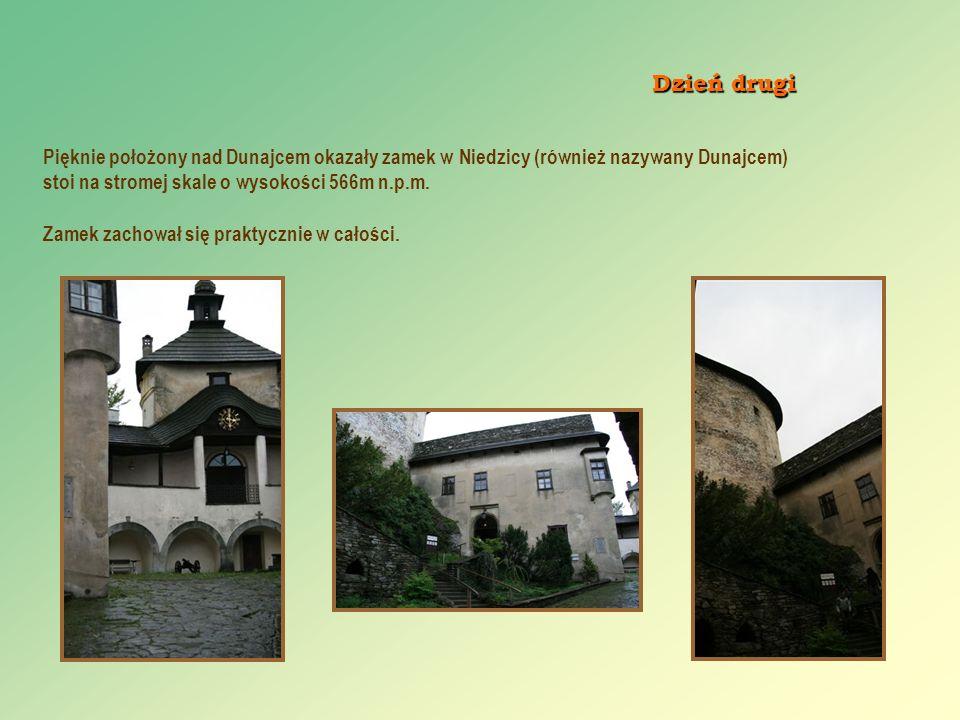 Pięknie położony nad Dunajcem okazały zamek w Niedzicy (również nazywany Dunajcem) stoi na stromej skale o wysokości 566m n.p.m. Zamek zachował się pr