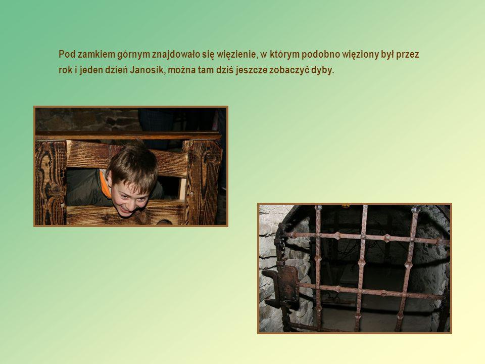 Pod zamkiem górnym znajdowało się więzienie, w którym podobno więziony był przez rok i jeden dzień Janosik, można tam dziś jeszcze zobaczyć dyby.