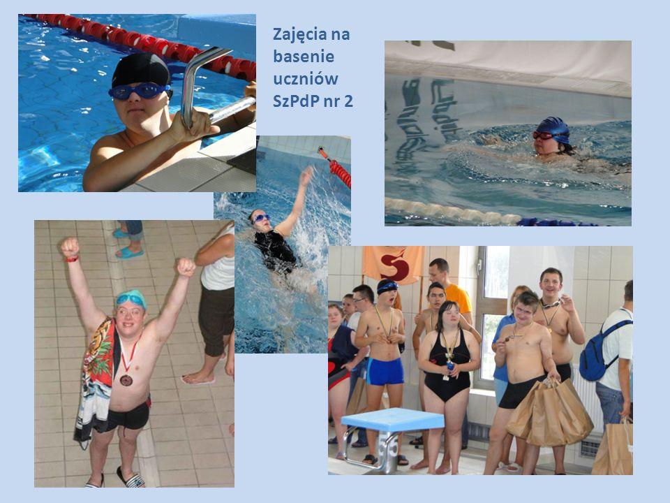 Zajęcia na basenie uczniów SzPdP nr 2