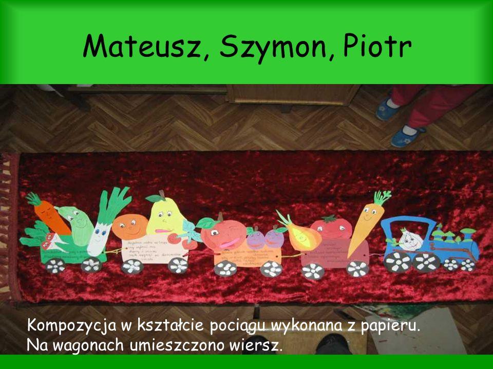 Mateusz, Szymon, Piotr Kompozycja w kształcie pociągu wykonana z papieru. Na wagonach umieszczono wiersz.
