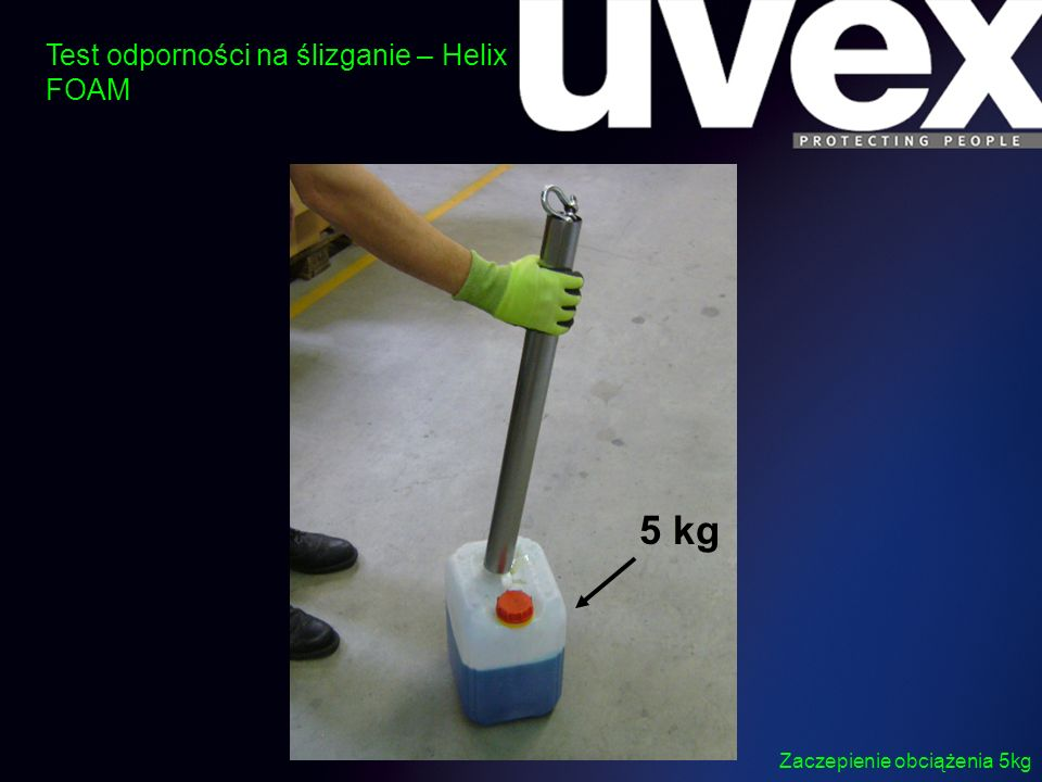 Wysoka chwytność i brak poślizgu przy zaolejonej rurze i obciążeniu 5 kg Test odporności na ślizganie – Helix FOAM