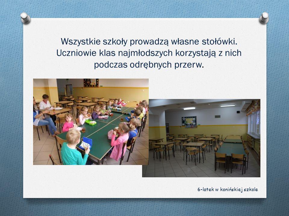 Wszystkie szkoły prowadzą własne stołówki. Uczniowie klas najmłodszych korzystają z nich podczas odrębnych przerw. 6-latek w konińskiej szkole