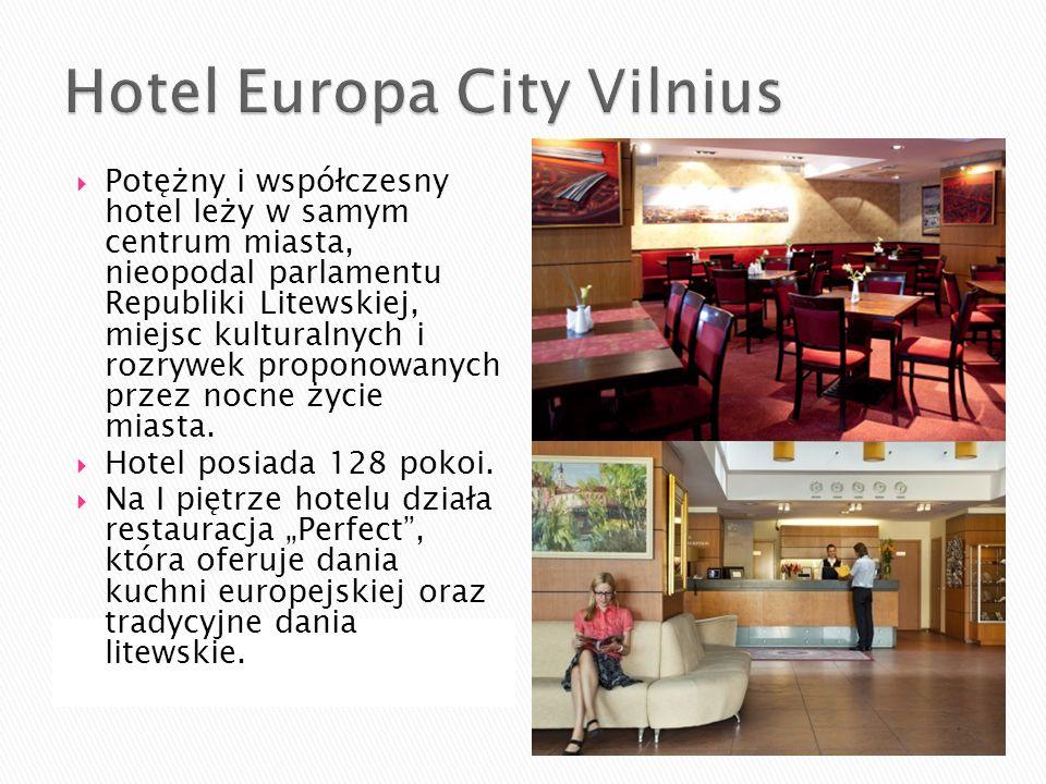 Potężny i współczesny hotel leży w samym centrum miasta, nieopodal parlamentu Republiki Litewskiej, miejsc kulturalnych i rozrywek proponowanych przez