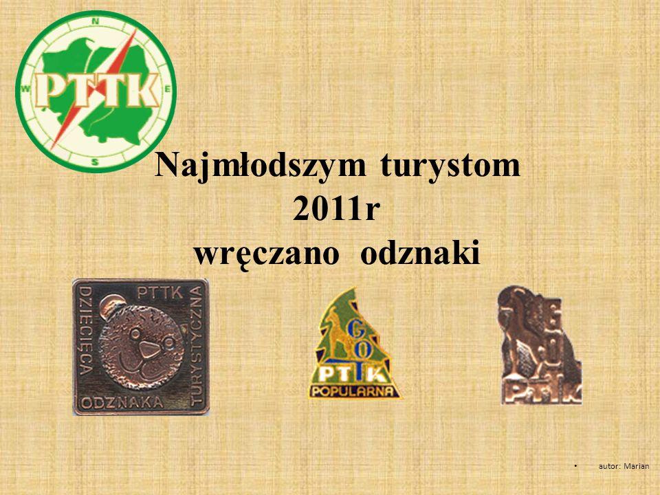 Najmłodszym turystom 2011r wręczano odznaki autor: Marian