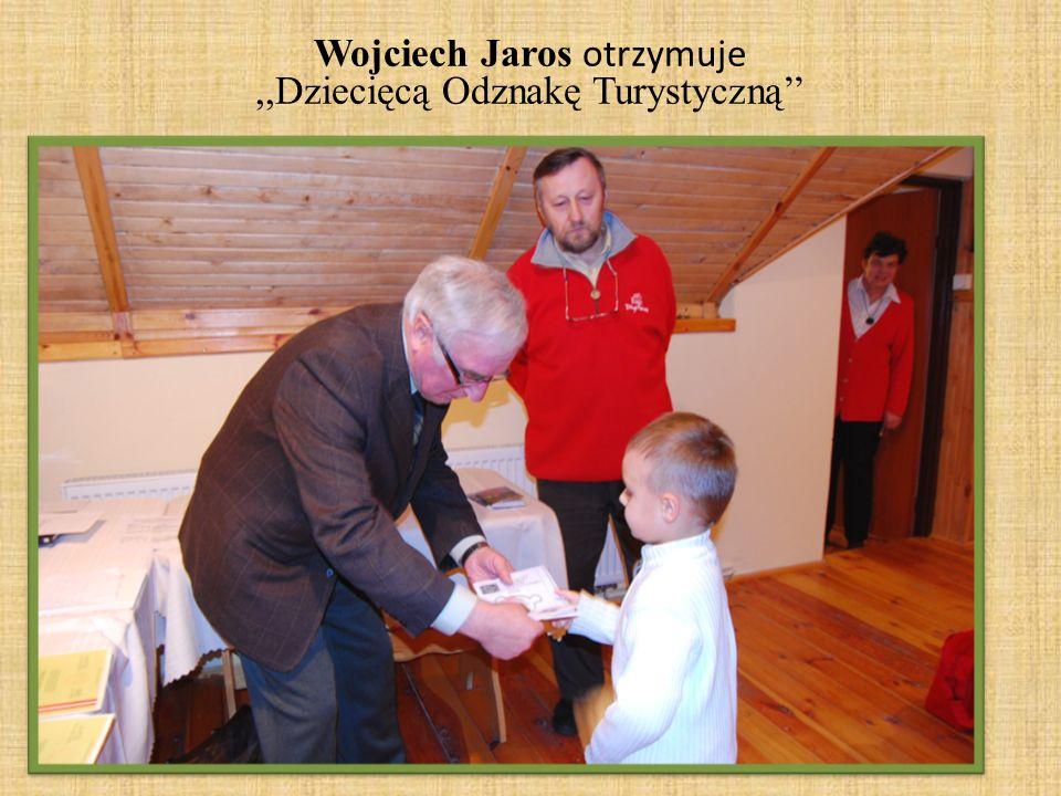 Wojciech Jaros otrzymuje,,Dziecięcą Odznakę Turystyczną