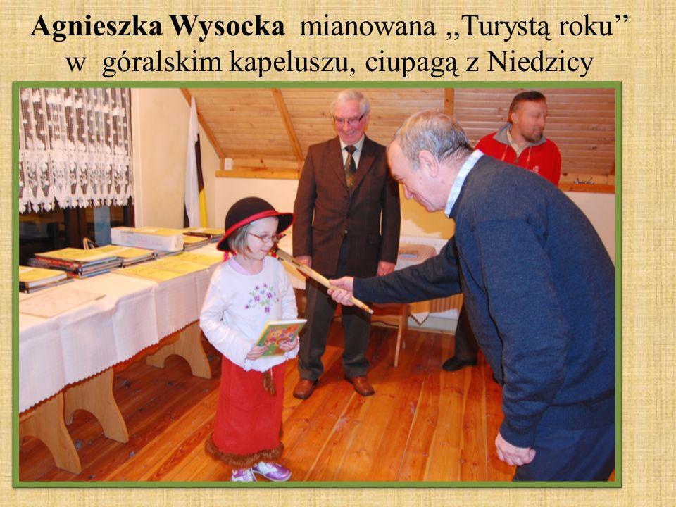 Agnieszka Wysocka mianowana,,Turystą roku w góralskim kapeluszu, ciupagą z Niedzicy