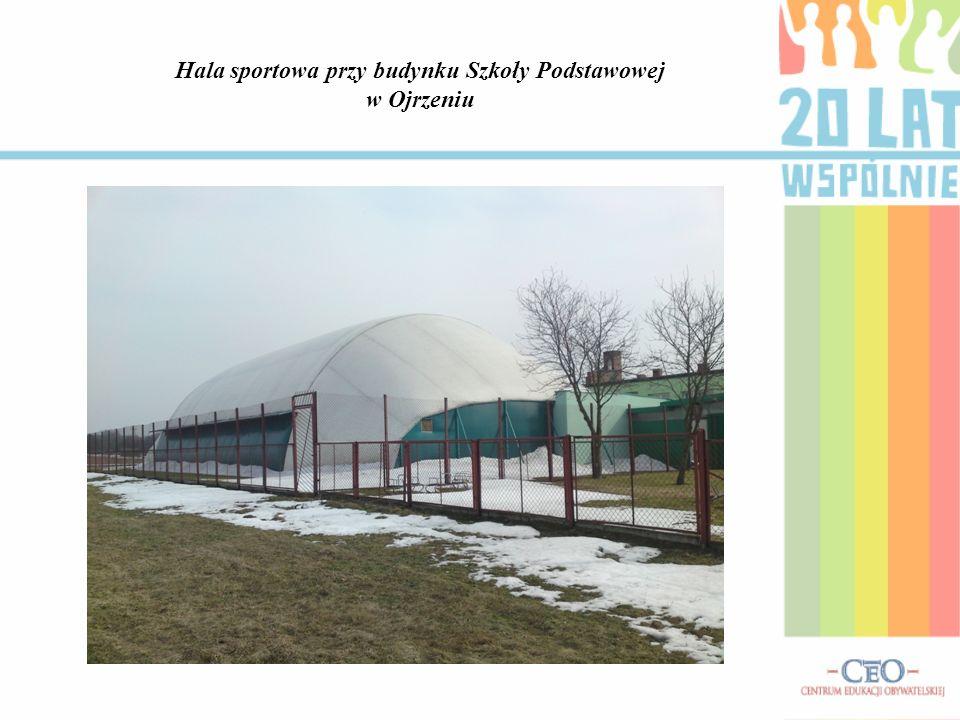 Hala sportowa przy budynku Szkoły Podstawowej w Ojrzeniu