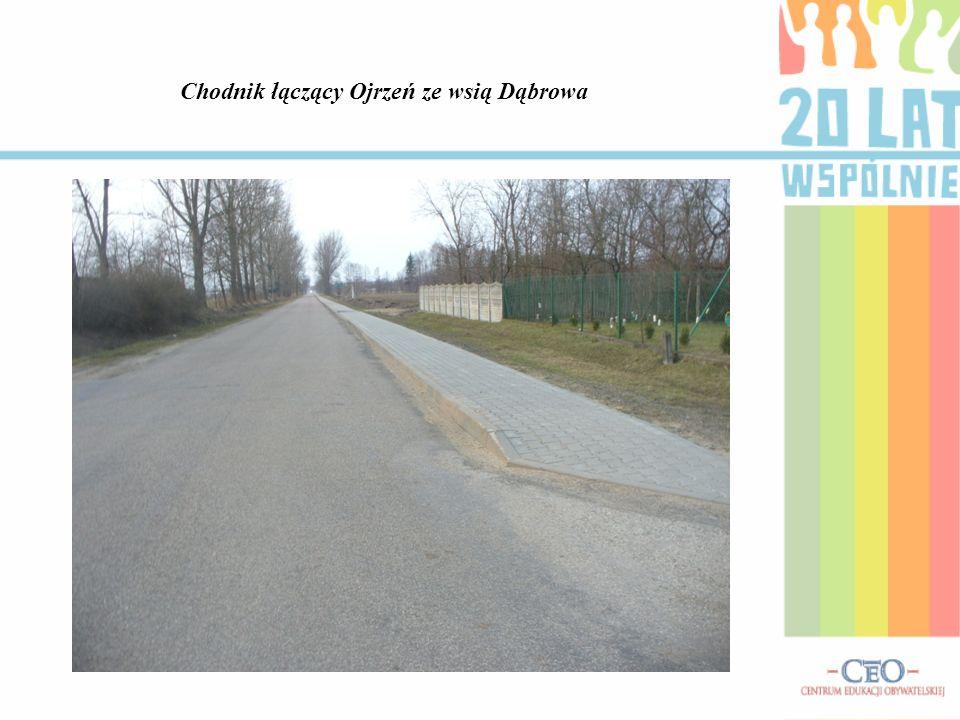 Chodnik łączący Ojrzeń ze wsią Dąbrowa