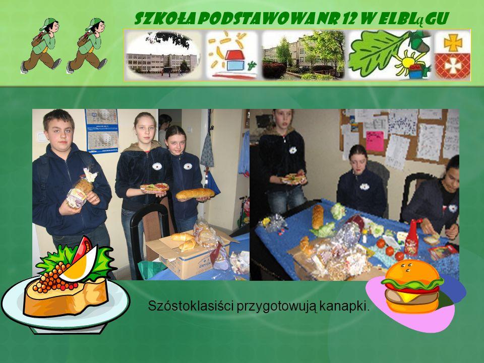 Szkoła Podstawowa Nr 12 w Elbl ą gu Szóstoklasiści przygotowują kanapki.