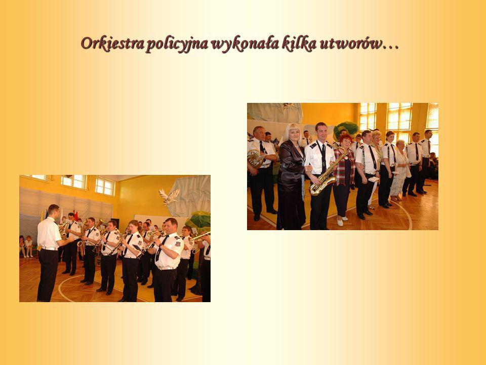 Orkiestra policyjna wykonała kilka utworów…