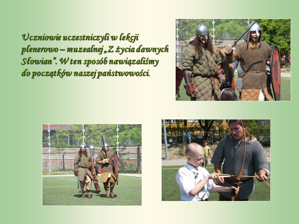 Uczniowie uczestniczyli w lekcji plenerowo – muzealnej Z życia dawnych Słowian.