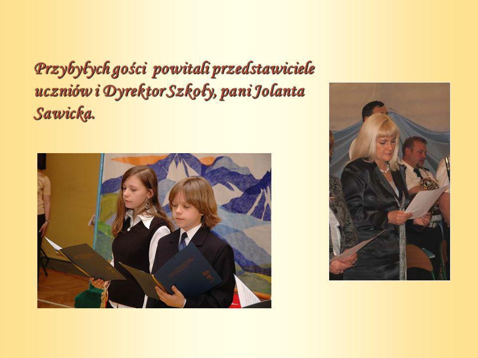 Przybyłych gości powitali przedstawiciele uczniów i Dyrektor Szkoły, pani Jolanta Sawicka.