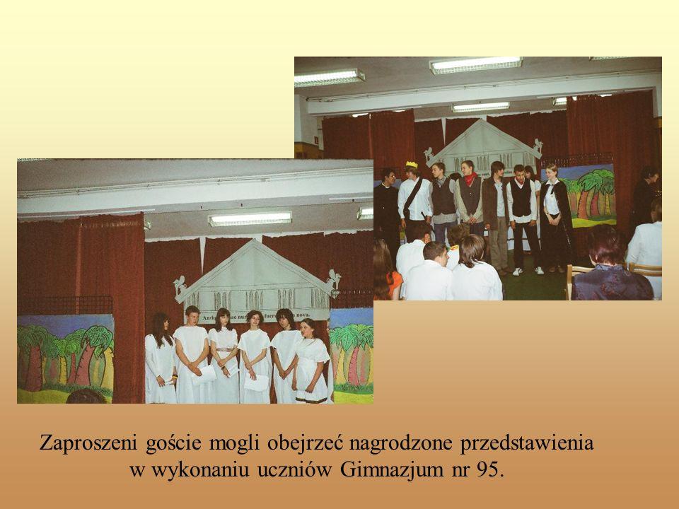 Zaproszeni goście mogli obejrzeć nagrodzone przedstawienia w wykonaniu uczniów Gimnazjum nr 95.