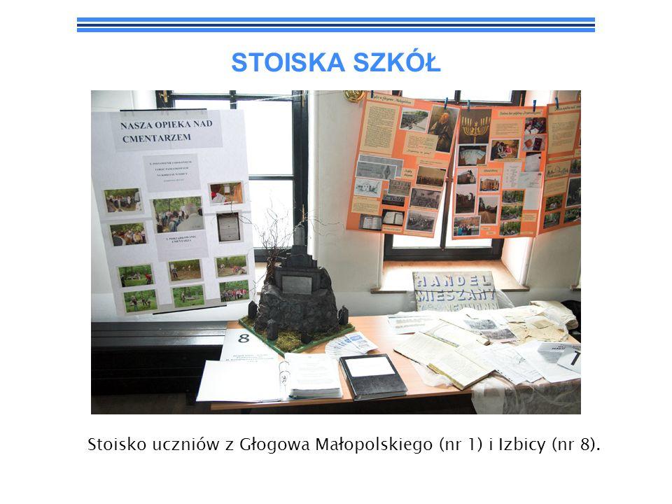 STOISKA SZKÓŁ Stoisko uczniów z Głogowa Małopolskiego (nr 1) i Izbicy (nr 8).