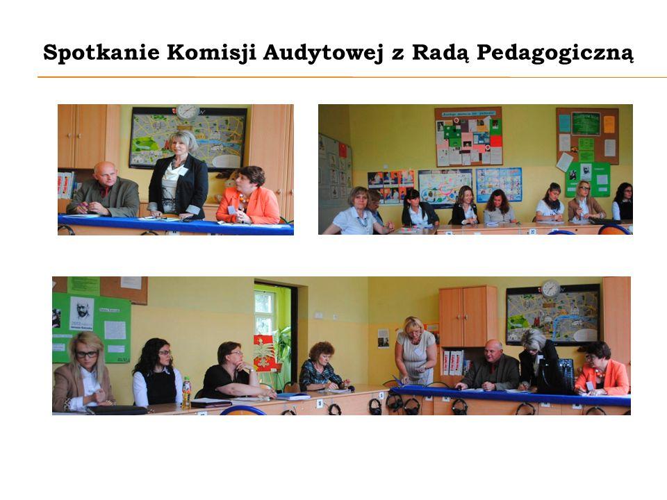 Występy artystyczne Koło teatralne klas 1-3 w muzycznej opowieści na temat ekologii.