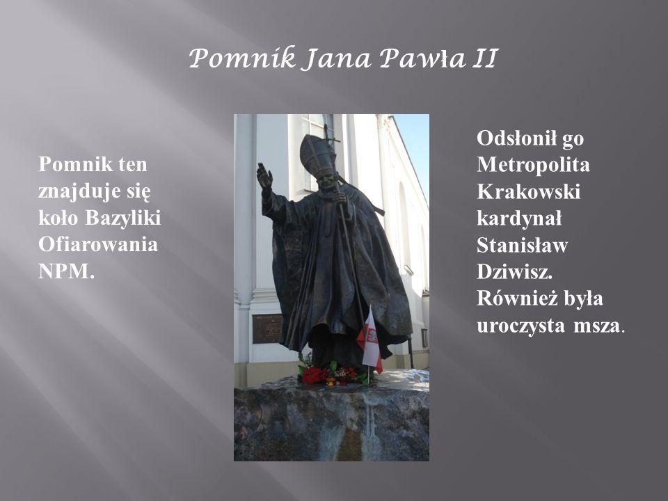 Pomnik Jana Paw ł a II Pomnik ten znajduje się koło Bazyliki Ofiarowania NPM. Odsłonił go Metropolita Krakowski kardynał Stanisław Dziwisz. Również by