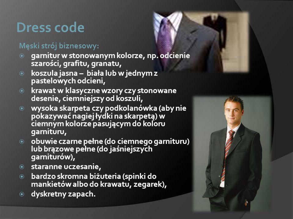 Dress code Męski strój biznesowy: garnitur w stonowanym kolorze, np. odcienie szarości, grafitu, granatu, koszula jasna – biała lub w jednym z pastelo