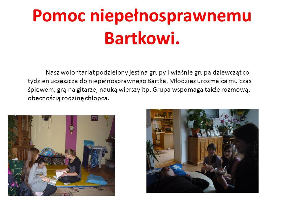 Pomoc niepełnosprawnemu Bartkowi. Nasz wolontariat podzielony jest na grupy i właśnie grupa dziewcząt co tydzień uczęszcza do niepełnosprawnego Bartka