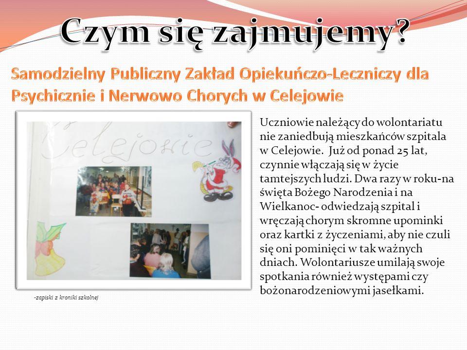 Uczniowie należący do wolontariatu nie zaniedbują mieszkańców szpitala w Celejowie.