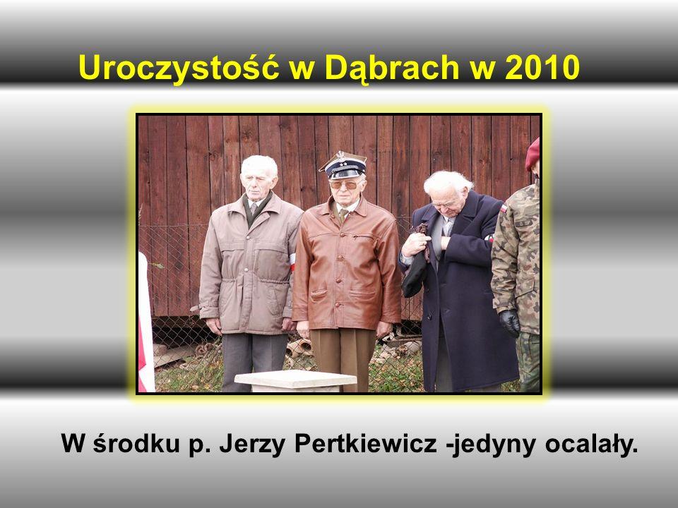 Uroczystość w Dąbrach w 2010 W środku p. Jerzy Pertkiewicz -jedyny ocalały.