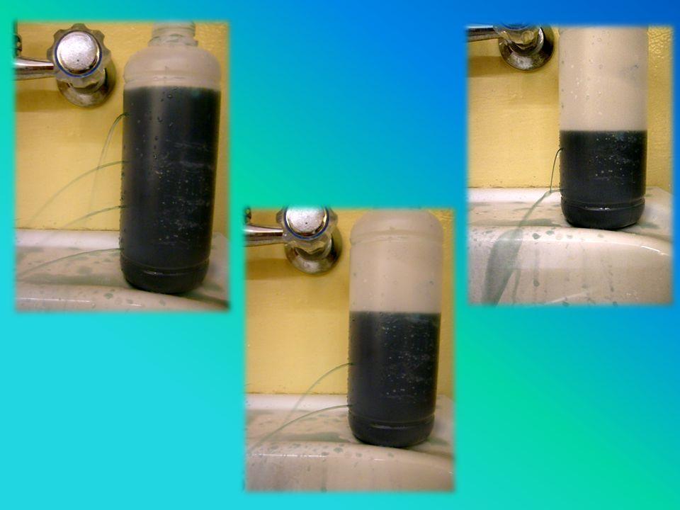 Ciśnienie słupa cieczy h Słup wody o wysokości h wywiera swoim ciężarem ciśnienie na dno naczynia. Jeżeli w naczyniu przy samym dnie zrobimy otwór, to