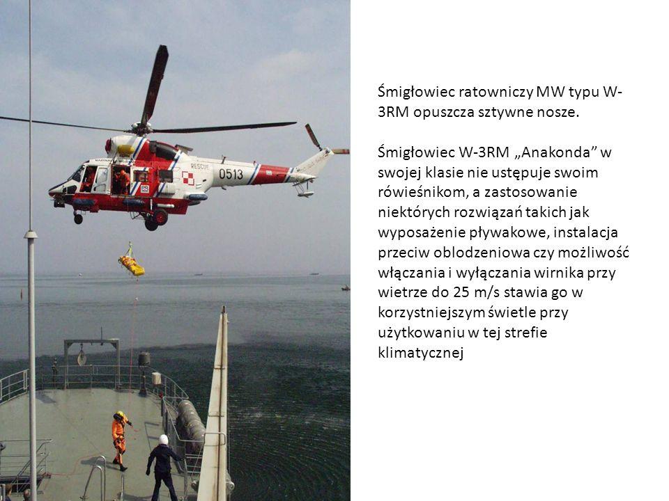 Śmigłowiec ratowniczy MW typu W- 3RM opuszcza sztywne nosze. Śmigłowiec W-3RM Anakonda w swojej klasie nie ustępuje swoim rówieśnikom, a zastosowanie